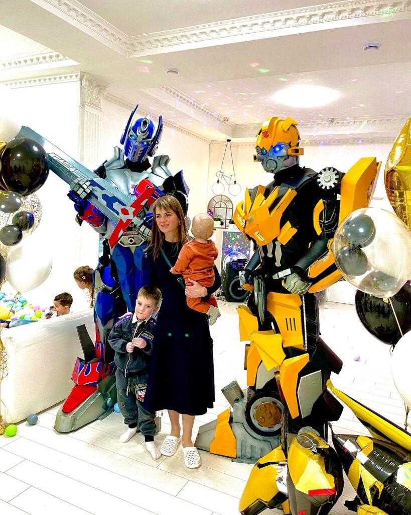 шоу трансформеров, шоу роботов, огромные роботы трансформеры, заказать огромных трансформеров праздник, шоу трансформеров москва